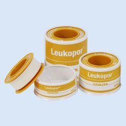 Leukopor  tape 1.25 cm x 5 mtr.met ring papier, verp.1 stuk