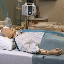 Basis verpleegkundige oefenpop GERi™ , oudere patiënt